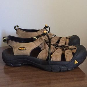 Keen outdoor woman's sandals size 11